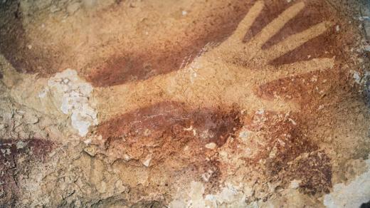 প্রাচীন গুহাচিত্রের সন্ধান