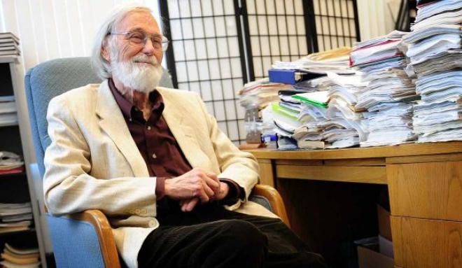 ২০১১ সালে অ্যাবেল পুরষ্কার লাভ করেন মার্কিন গণিতবিদ জন মিলনর
