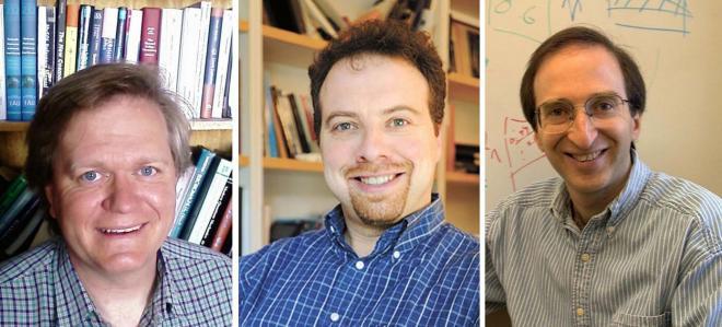 ২০১১ সালে পদার্থবিদ্যায় যৌথভাবে নোবেল পুরস্কার অর্জন করেছেন সল পার্লমাটার, অ্যাডাম রিস এবং ব্রায়ান স্মিথ