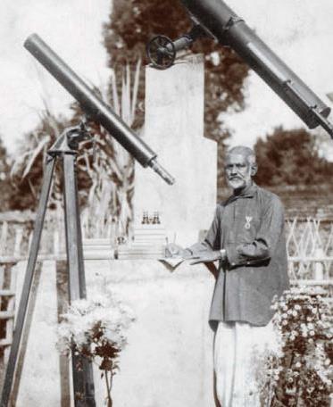 ১৯২৬ সালে চার্লস এলমার এভসো থেকে তাকে একটি ৬ ইঞ্চি টেলিস্কোপ উপহার দেন